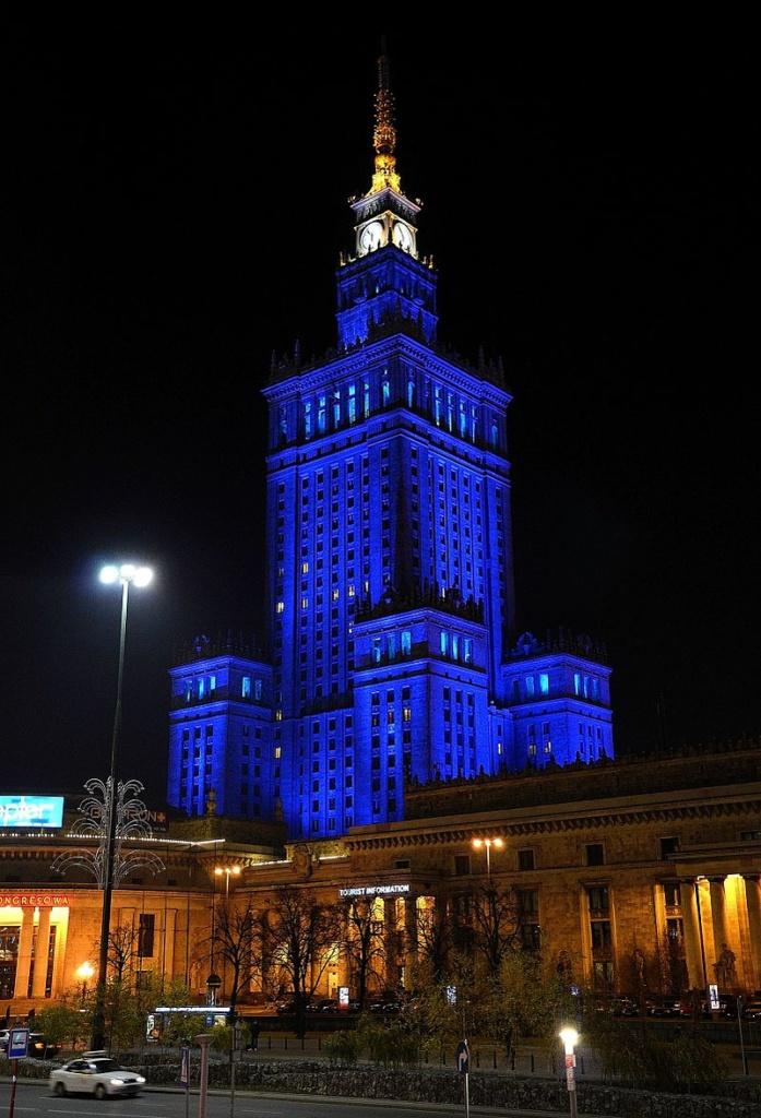 Pałac_Kultury_i_Nauki_nocą_02